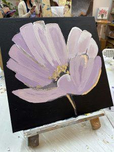 Прекрасный цветок, нарисованный на мастер-классе